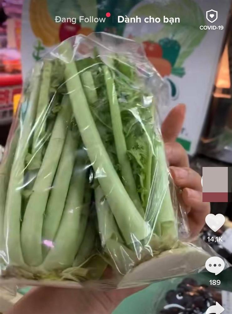 Loại củ khi ở Việt Nam sẽ không ăn phần lá nhưng người Nhật Bản lại tận dụng đóng gói bày bán hẳn trong siêu thị-2