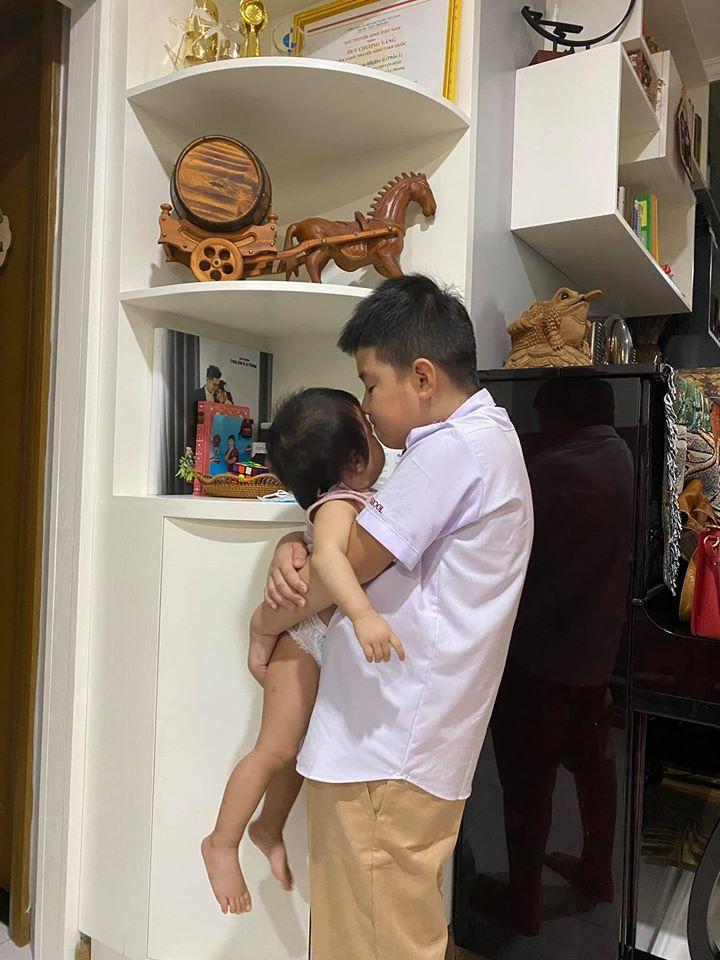 Con trai cả dành niềm vui bất ngờ cho Lê Phương trong ngày đầu đi học-1