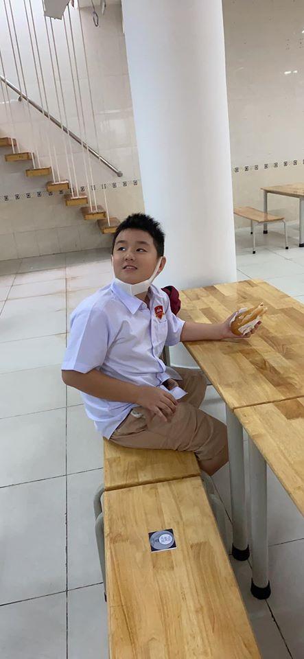 Con trai cả dành niềm vui bất ngờ cho Lê Phương trong ngày đầu đi học-3