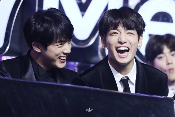 Cười sặc nước lời khuyên của Jin và Jungkook dành cho thí sinh I-LAND-1