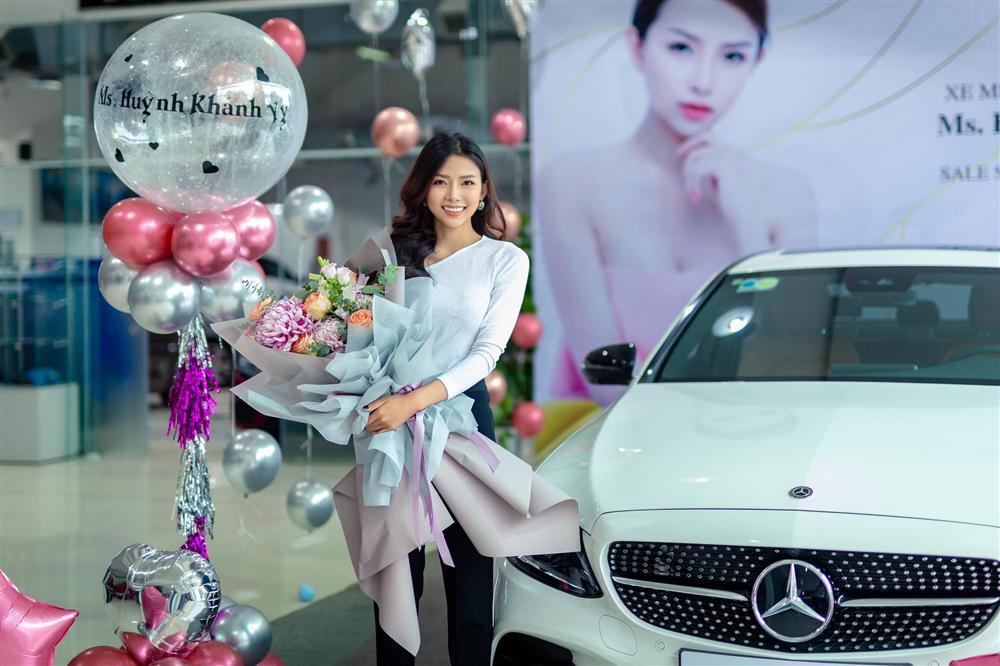 Bạn gái hotgirl sung sướng khi được Phan Mạnh Quỳnh tặng xe hơi bạc tỷ-1