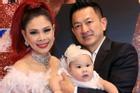 Thanh Thảo: 'Nhiều cô gái nhắn tin cho chồng tôi bất chấp sự hiện diện của tôi'