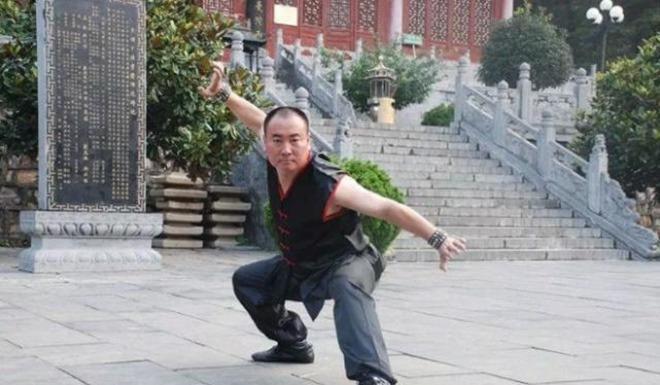 32 tuổi, thần đồng võ thuật Thích Tiểu Long nặng 90kg, chẳng ai chào đón-4