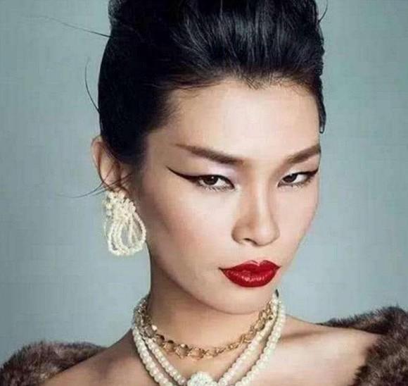 Bạn còn nhớ Người mẫu xấu xí số 1 Trung Quốc Lữ Yến chứ? Con trai cô ấy lớn lên như hoàng tử lai-2