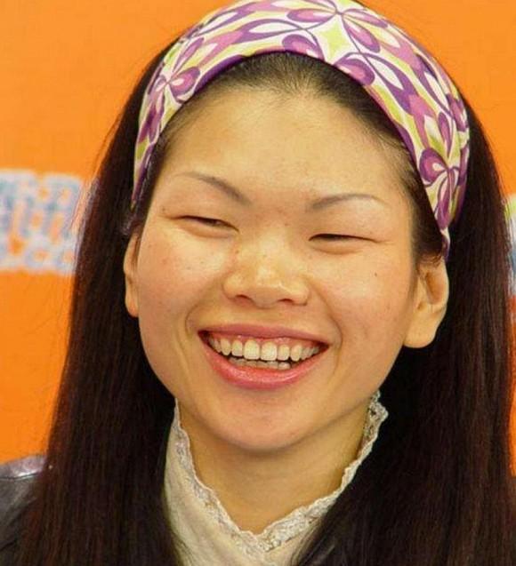 Bạn còn nhớ Người mẫu xấu xí số 1 Trung Quốc Lữ Yến chứ? Con trai cô ấy lớn lên như hoàng tử lai-3