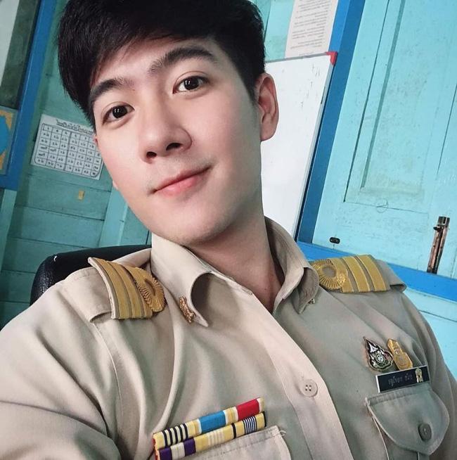 Anh chàng người Việt cực phẩm mới nổi trên Tiktok làm cảnh sát Hoàng gia Thái Lan kiêm giảng viên đại học-1