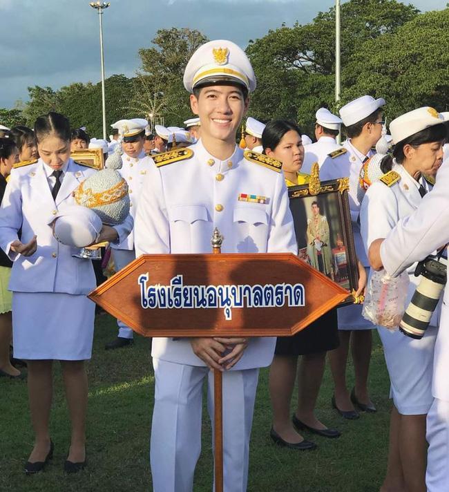 Anh chàng người Việt cực phẩm mới nổi trên Tiktok làm cảnh sát Hoàng gia Thái Lan kiêm giảng viên đại học-3