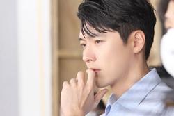 Ảnh hậu trường cực điển trai của Hyun Bin