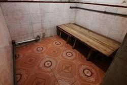 Căn phòng trọ tồi tàn được cho thuê giá bèo, dân mạng ai cũng lắc đầu ngao ngán vì thiết kế 20 năm trước giờ ai ngủ cho được?
