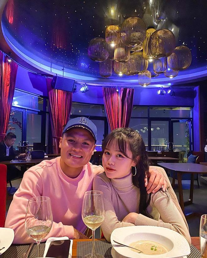Trước khi dính nghi vấn tình tan, bạn gái Quang Hải và hội chị em Wags Việt đã cạch mặt-5