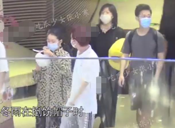 Ảnh hậu 9X Châu Đông Vũ lộ ảnh vào khách sạn với phú nhị đại-3
