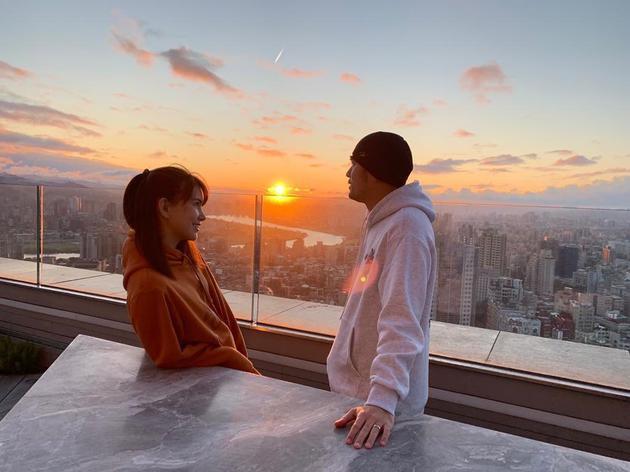 Sao Hoa ngữ đón Thất Tịch: Triệu Lệ Dĩnh cô đơn, Châu Kiệt Luân hạnh phúc bên vợ-2