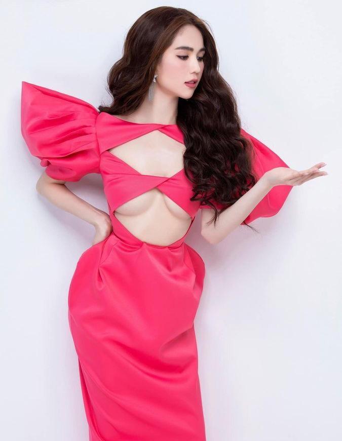 3 kiểu váy khoe ngực táo bạo nhất của mỹ nhân Việt-1