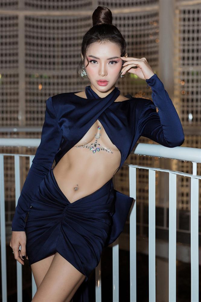 3 kiểu váy khoe ngực táo bạo nhất của mỹ nhân Việt-3