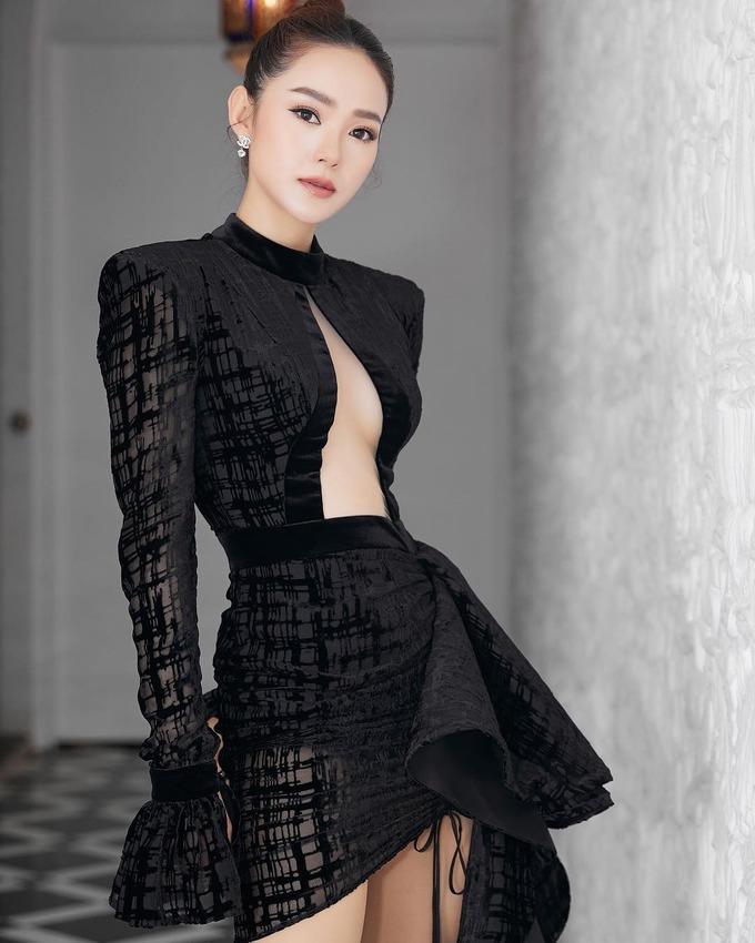 3 kiểu váy khoe ngực táo bạo nhất của mỹ nhân Việt-4