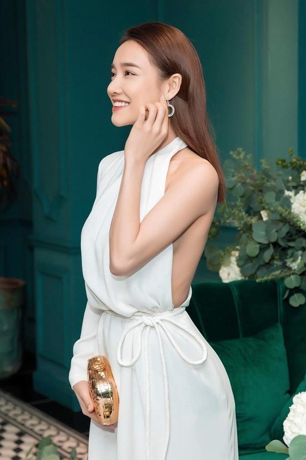 3 kiểu váy khoe ngực táo bạo nhất của mỹ nhân Việt-11
