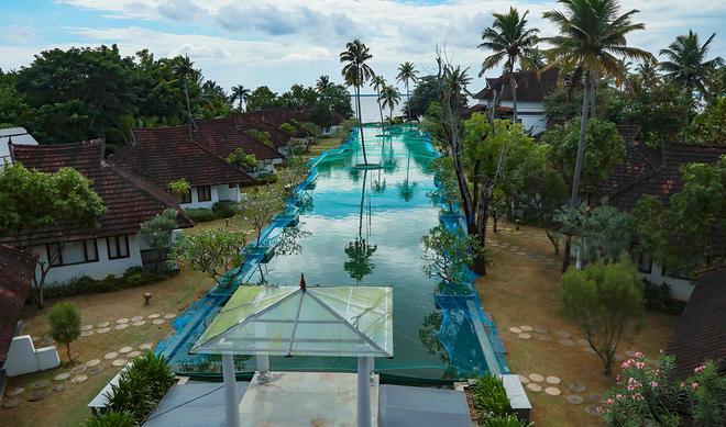 Khu nghỉ dưỡng Ấn Độ biến hồ bơi thành bể nuôi cá-2