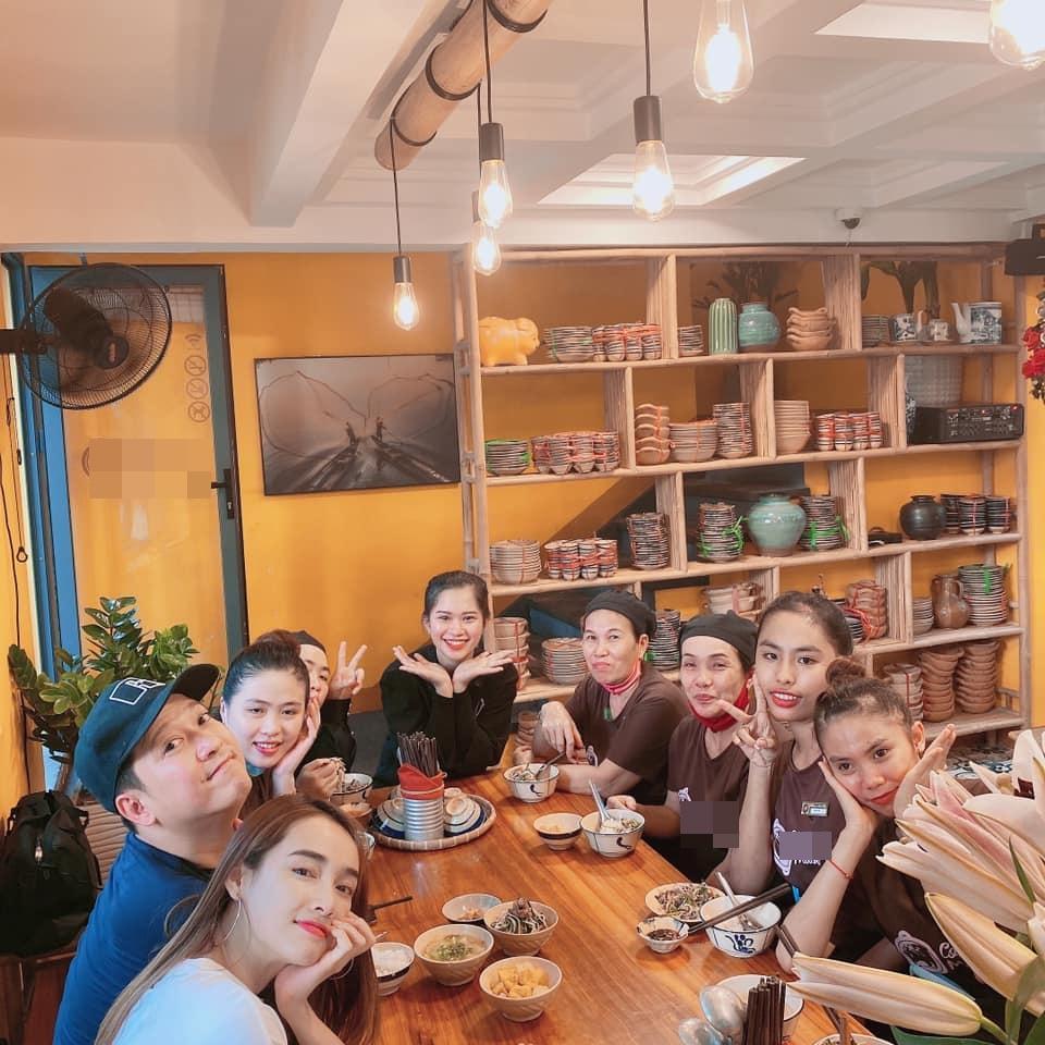 Tự tay nấu ăn cho nhân viên, Trường Giang - Nhã Phương bị bắt bẻ hà tiện-1