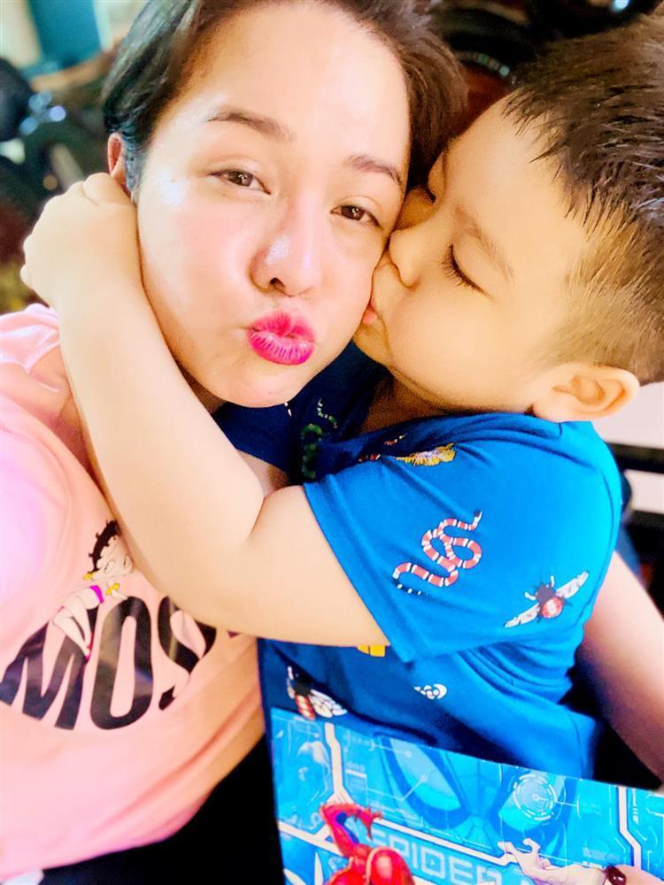 Nhật Kim Anh tiếp tục cuộc chiến giành quyền nuôi con, tóc đen hóa tóc bạc-2