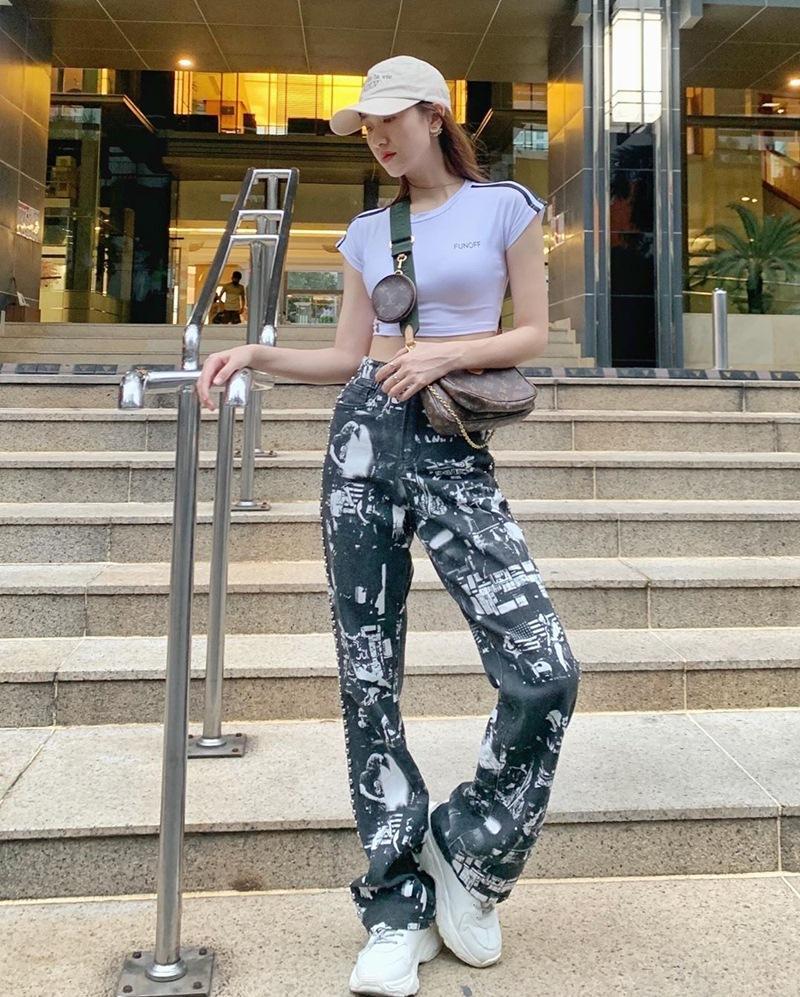 Street style 2/9: Hòa Minzy khoe võng lưng gợi cảm - Tiểu Vy hip hop chất lừ-2