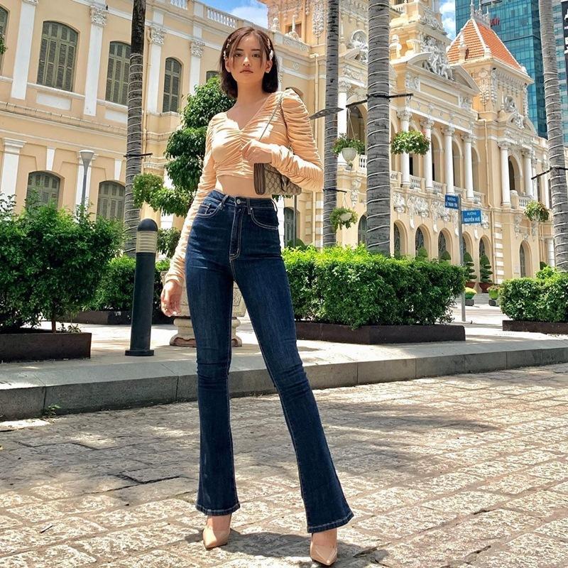 Street style 2/9: Hòa Minzy khoe võng lưng gợi cảm - Tiểu Vy hip hop chất lừ-10