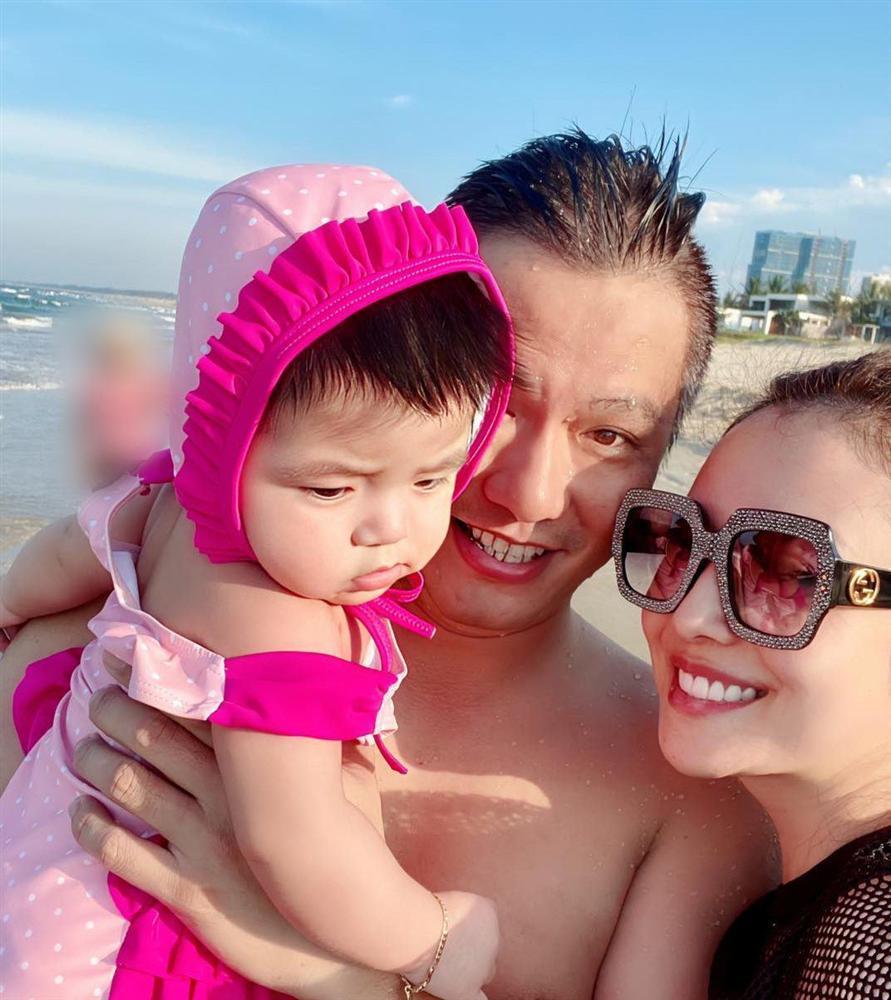 Ảnh con gái Jennifer Phạm chơi golf thượng lưu ở Hà Nội, phát hiện điểm đặc biệt ở cô bé-2