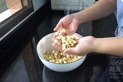 Cách làm nhân sen nhuyễn cho bánh Trung Thu