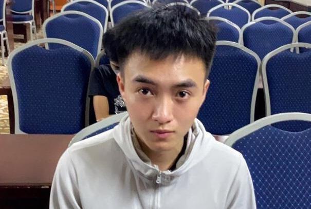 Bắt tú ông 22 tuổi môi giới mại dâm cho chân dài ở Hải Phòng-1
