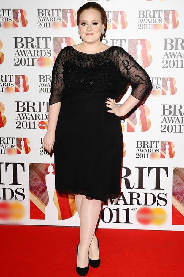 Adele mặc bikini khoe body hậu giảm cân nhưng bị cư dân mạng đòi tống vào tù-4