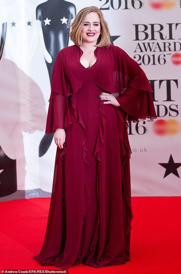 Adele mặc bikini khoe body hậu giảm cân nhưng bị cư dân mạng đòi tống vào tù-5