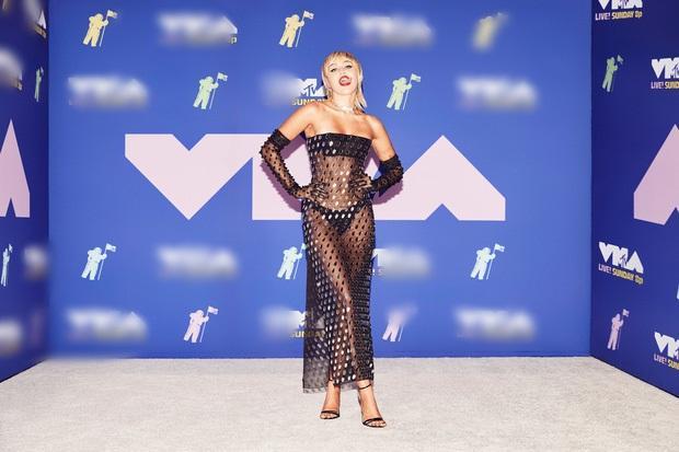 Thảm đỏ VMAs: Miley Cyrus mặc như không - Lady Gaga thay liền 6 bộ đồ cực dị-1