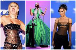 Thảm đỏ VMAs: Miley Cyrus mặc như không - Lady Gaga thay liền 6 bộ đồ cực dị