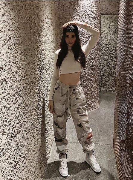 Street style 2/9: Hòa Minzy khoe võng lưng gợi cảm - Tiểu Vy hip hop chất lừ-4