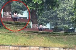 Cặp đôi thản nhiên 'diễn cảnh nóng' ngay trước mặt trẻ nhỏ ở công viên Thủ Lệ