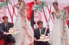 Xuýt xoa cô dâu trẻ cổ đeo đầy vàng còn được chồng tặng bánh kem 'ngập' tiền ở đám cưới