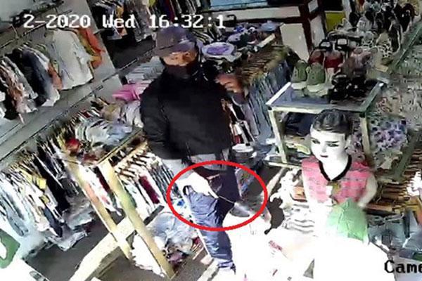 Clip: Hãi hùng người đàn ông cầm dao đâm nữ nhân viên, cướp tiền vàng ở Sài Gòn-1