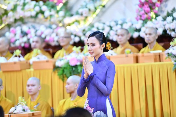 Đã 2 mùa Vu Lan báo hiếu, nhan sắc Angela Phương Trinh liên tục được ngợi khen-1