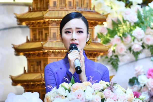Đã 2 mùa Vu Lan báo hiếu, nhan sắc Angela Phương Trinh liên tục được ngợi khen-2