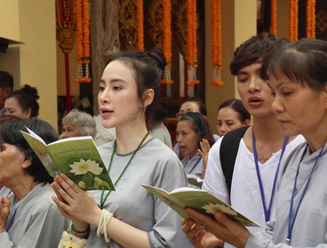 Đã 2 mùa Vu Lan báo hiếu, nhan sắc Angela Phương Trinh liên tục được ngợi khen-6