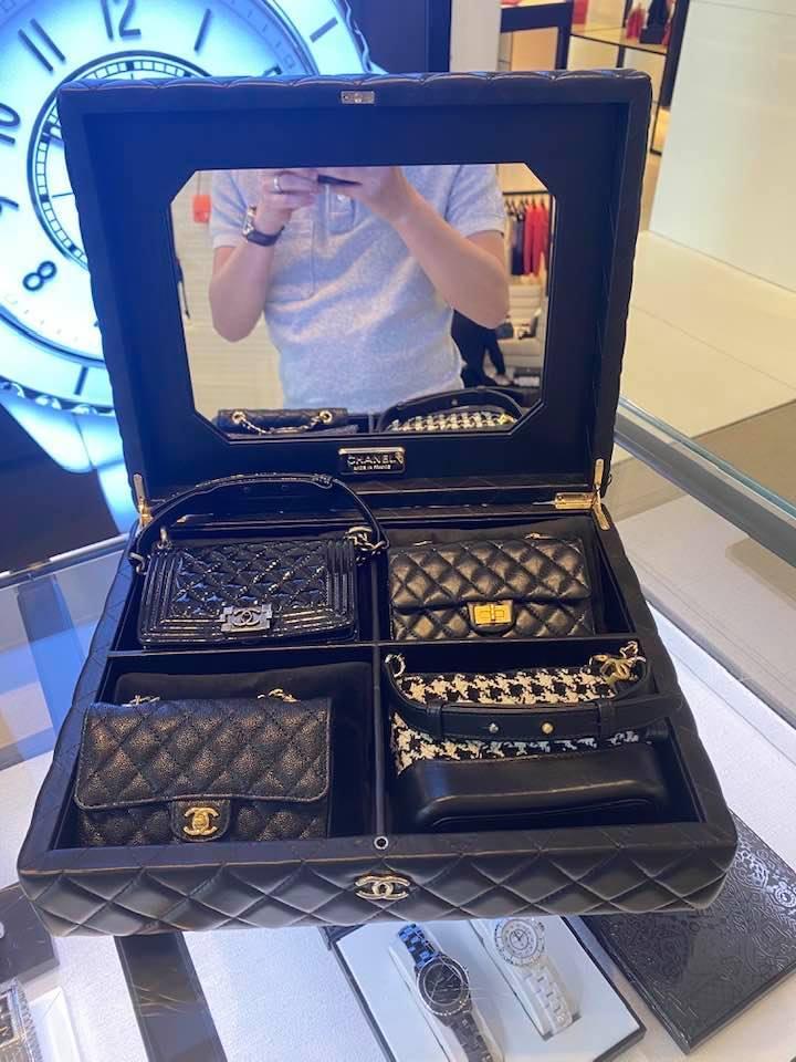 Ông bố vàng trong làng chiều con: NTK Đỗ Mạnh Cường tặng ái nữ set túi Chanel mini 650 triệu-8