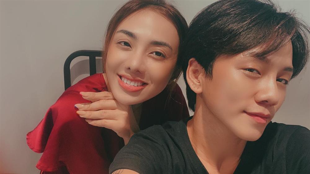 Miko Lan Trinh gây tranh cãi với clip hôn bạn trai chuyển giới như nuốt lưỡi-6