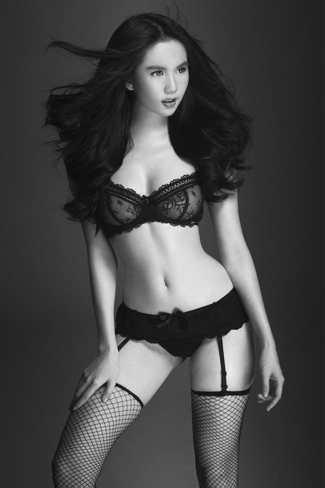Sau ảnh nude, Ngọc Trinh tiếp tục thiêu đốt mạng xã hội với clip mặc nội y ren mỏng tang-7