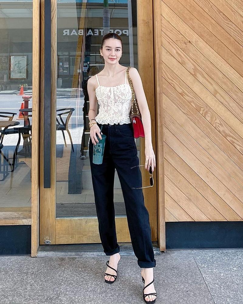Hết đồ đôi, Kỳ Duyên - Minh Triệu còn pose dáng khó nhằn cùng khoe chân dài-9