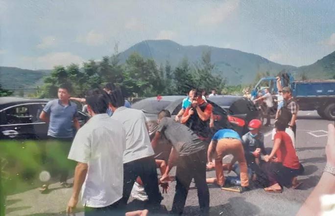 CLIP: Cảnh sát Hà Tĩnh nổ súng vây bắt nhóm buôn ma túy như phim hành động-1
