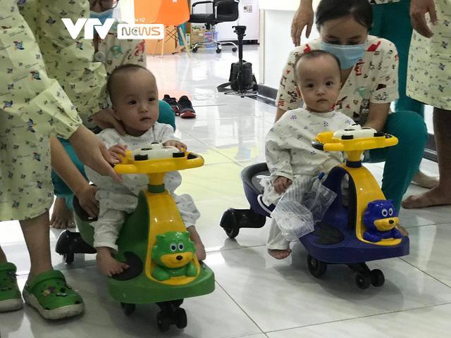 Chị em Trúc Nhi - Diệu Nhi đua xe, bắt đầu những bài học đầu đời-1