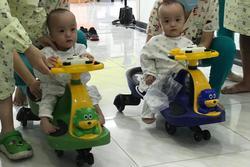 Chị em Trúc Nhi - Diệu Nhi 'đua xe', bắt đầu những bài học đầu đời