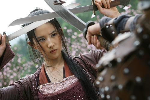 Lưu Diệc Phi gặp không ít tai nạn ở phim trường, có lần may mắn được Lý Liên Kiệt cứu sống-2