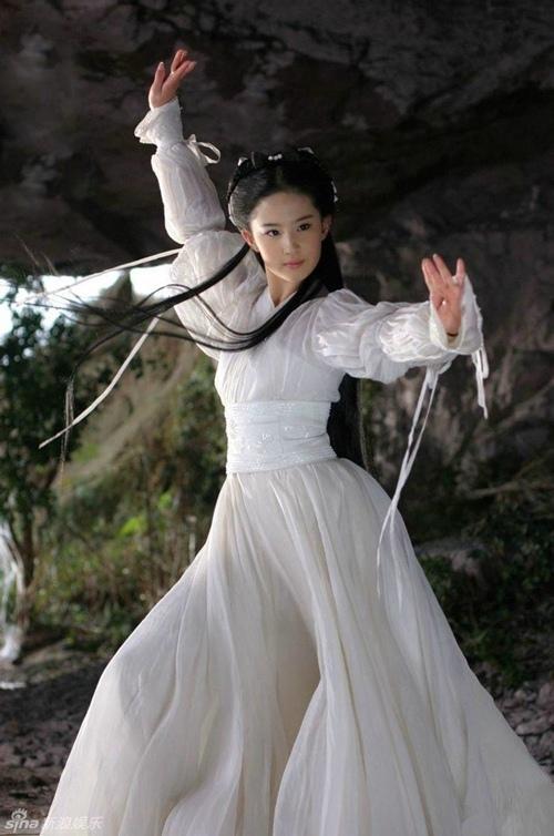 Lưu Diệc Phi gặp không ít tai nạn ở phim trường, có lần may mắn được Lý Liên Kiệt cứu sống-3