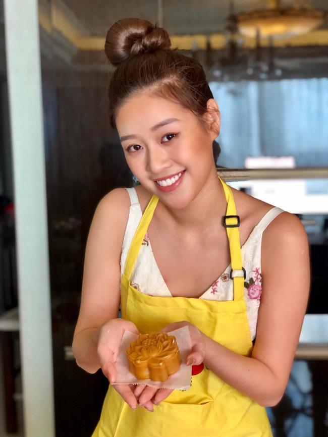 Hoa hậu Khánh Vân lần đầu vào bếp làm bánh Trung thu tặng bạn bè, người thân-4