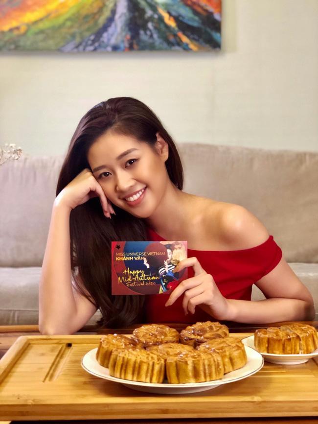 Hoa hậu Khánh Vân lần đầu vào bếp làm bánh Trung thu tặng bạn bè, người thân-6